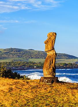 Moai in Ahu Hanga Kioe at sunrise, Rapa Nui National Park, UNESCO World Heritage Site, Easter Island, Chile, South America