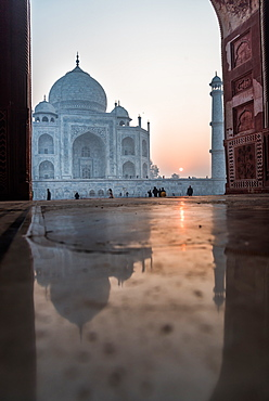 Reflections as the sun rises behind the Taj Mahal, UNESCO World Heritage Site, Agra, Uttar Pradesh, India, Asia