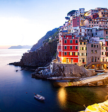 Picturesque village of Riomaggiore in Cinque Terre, UNESCO World Heritage Site, province of La Spezia, Liguria region, Italy, Europe