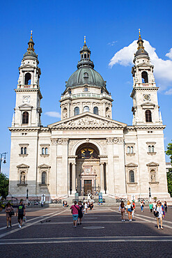 St. Stephen's Basilica on Szent Istvan Square, Old Town of Pest, Budapest, Hungary, Europe
