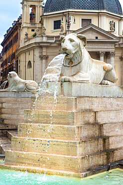 Fontana dell'Obelisco with Egyptian lion statues in the Piazza del Popolo, Rome, Lazio, Italy, Europe