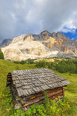 Traditional hut, La Valle (La Val) (Wengen), Badia Valley, South Tyrol, Dolomites, Italy, Europe