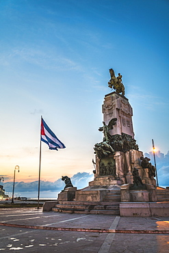 Monumento al General Antonio Maceo at dusk, Malecon, La Habana (Havana), Cuba, West Indies, Caribbean, Central America