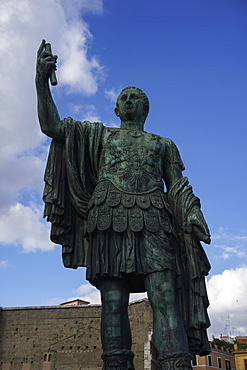 Julius Caesar statue in the Forum area, Via dei Fori Imperiali, Rome, Lazio, Italy, Europe