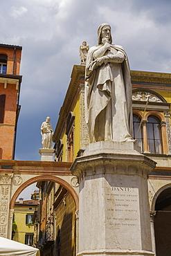 Marble statue of the poet Dante Alighieri, 1865, Piazza dei Signori, Verona, Veneto, Italy, Europe
