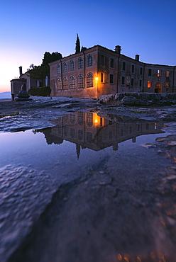 Punta San Vigilio at dawn, a beautiful resort on Lake Garda, Bardolino, Verona province, Veneto, Italian Lakes, Italy, Europe