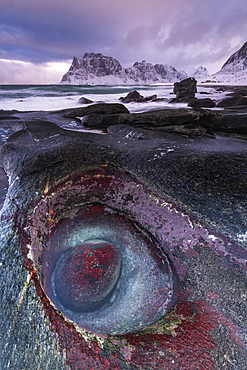 The Devils Eye at Uttakleiv Beach, Vestvagoy, Lofoten Islands, Nordland, Arctic, Norway, Europe