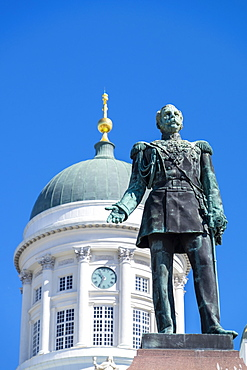 The Alexander II statue, Tuomiokirkko (Helsinki Cathedral), Helsinki, Scandinavia, Europe