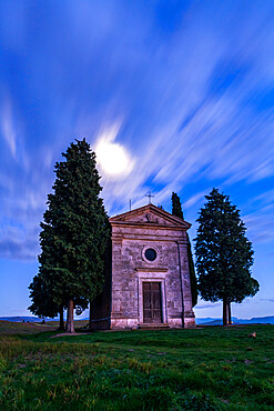 Vitaleta Church (Madonna di Vitaleta) with moonlight, San Quirico d'Orcia, Val d'Orcia, UNESCO World Heritage Site, Tuscany, Italy, Europe
