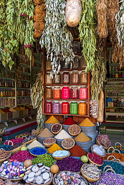 A display of spices in spice market (Rahba Kedima Square) in the souks of Marrakech, Morocco, North Africa, Africa