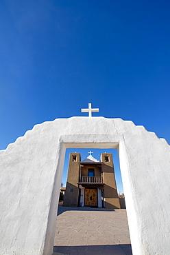 Adobe church at Taos Pueblo, UNESCO World Heritage Site, Taos, New Mexico, United States of America, North America
