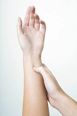 The Do In is an automassage technique of chinese origin, then imported in Japan. This technique is based on the pressure of certains points (acupressure) aiming at correcting body disorders. Pressure of the point Heart meridian 6. Aim : treatment of nausea.