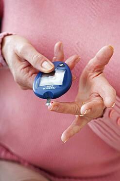Test for diabetes elderly person