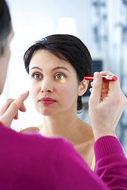 Reflex symptomatology woman