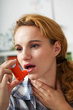 Flixotide. Active substance : fluticasone. Therapeutique class : Glucocorticoid. This drug is recommanded in the treatment of asthma.