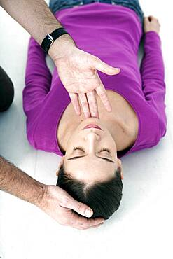 First aid techniques. In case of loss of consciousness, open the victim's airways by tipping their head back and lifting their chin up.
