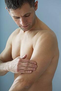 Arm pain man - 1348-2219