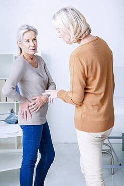 Female patient consulting for hip pain.