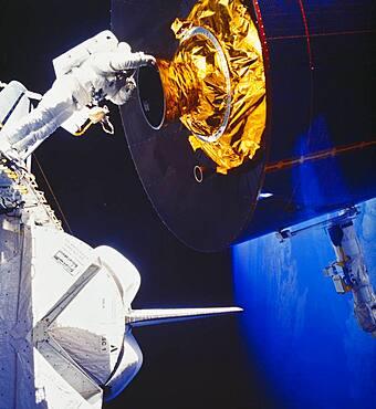 STS-51-I, Van Hoften and Fisher Spacewalk