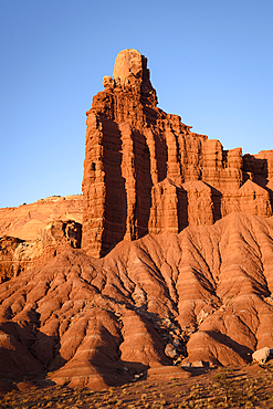 Chimney Rock, a dark red Moenkopi formation capped with white Shinarump sandstone in Capitol Reef National Park, Utah.