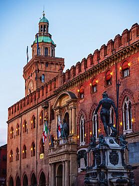 The statue of Poseidon with Palazzo D'Accursio in the background, Piazza Maggiore, Bologna, Emilia Romagna, Italy, Europe