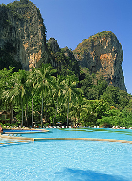 Pool at the Dusit Rayavadee Hotel with limestone rock formation behind, Krabi, Thailand, Southeast Asia, Asia