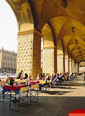 Cafe in the arcade, Piazza Maggiore, Bologna, Emilia-Romagna, Italy