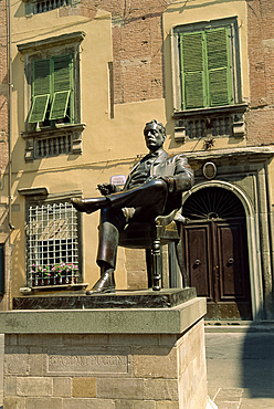 Statue of Puccini, Lucca, Tuscany, Italy, Europe