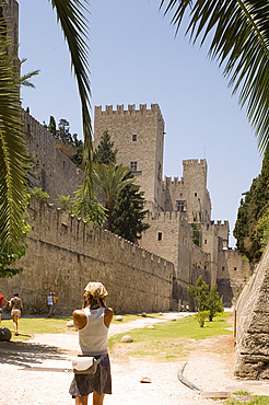 Tourists in the dry moat surrounding the city walls and fortress in Rhodes Town, Rhodes, Dodecanese, Greek Islands, Greece, Europe