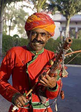 A man playing a musical instrument in Jaipur, Rajasthan, India, Asia