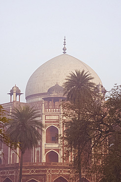 Humayun's Tomb, UNESCO World Heritage Site, the first great example of a Mughal garden tomb, Delhi, India, Asia