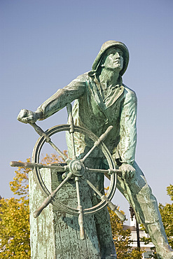 The fishermen's memorial in Gloucester, Massachussetts, New England, United States of America, North America