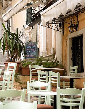 A taverna in Corfu Town, Corfu, Ionian Islands, Greek Islands, Greece, Europe