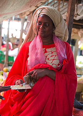 A colourfully dressed woman in the market in Stone Town, Zanzibar, Tanzania, East Africa, Africa