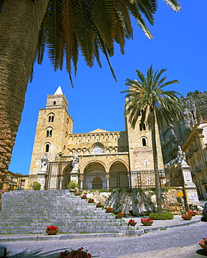 Plaza del Duomo (Cathedral), Cefalu, Sicily, Italy, Europe