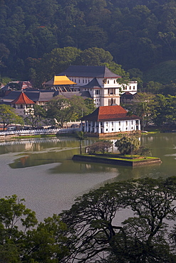 View over Kandy Lake to the Temple of the Tooth, Kandy, UNESCO Heritage Site, Sri Lanka, Asia
