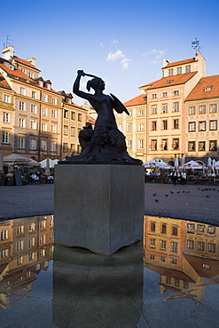 Warsaw Mermaid Fountain and reflections of the Old Town houses, Old Town Square (Rynek Stare Miasto), UNESCO World Heritage Site, Warsaw, Poland, Europe - 252-11070