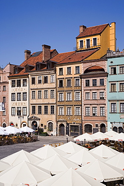 Cafes in the Old Town Square (Rynek Starego Miasto), with rebuilt medieval buildings, Old Town (Stare Miasto), UNESCO World Heritage Site, Warsaw, Poland, Europe
