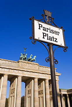 Quadriga and Brandenburger Tor (Brandenburg Gate) in Pariser Platz, Berlin, Germany, Europe