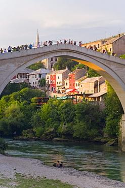 The famous Old Bridge of Mostar built in 1566, destroyed in 1993, rebuilt in 2004 as the New Old Bridge, Mostar, Herzegovina, Bosnia and Herzegovina, Balkans, Europe