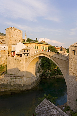 The famous Old Bridge of Mostar built in 1566, destroyed in 1993, the New Old Bridge as it is now known completed in 2004, UNESCO World Heritage Site, Mostar, Herzegovina, Bosnia Herzegovina, Europe