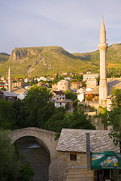 Old Town and mosques with the Crooked Bridge (Kriva Cuprija) in the foreground, Mostar, Bosnia Herzegovina, Europe