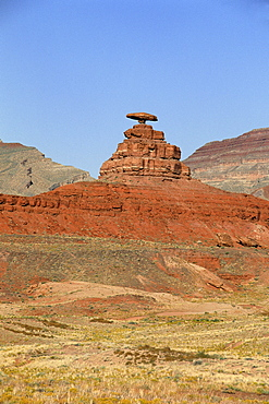 Mexican Hat Rock, near Mexican Hat, Utah, United States of America (U.S.A.), North America