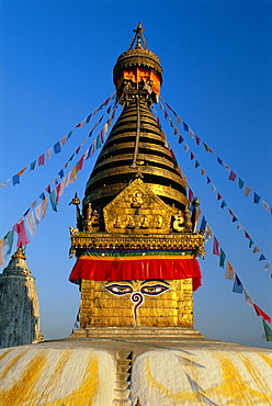 Spire and prayer flags of the Swayambhunath Stupa in Kathmandu, Nepal, Asia *** Local Caption ***