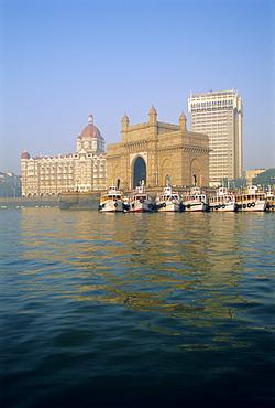 Gateway of India arch and Taj Mahal Intercontinental Hotel, Mumbai (Bombay), Maharashtra State, India