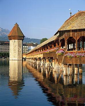 (Covered Wooden Bridge) Over the River Reuss, Kapellbrucke, Lucerne (Luzern), Switzerland *** Local Caption ***