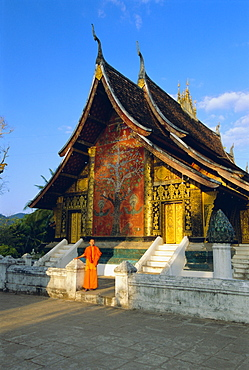Classic Lao Temple architecture, Wat Xieng Thong, Luang Prabang, Laos