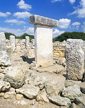 Ancient remains of Talayotic sanctuary and Taula, Torralba, Menorca (Minorca), Balearic Islands, Spain, Mediterranean, Europe