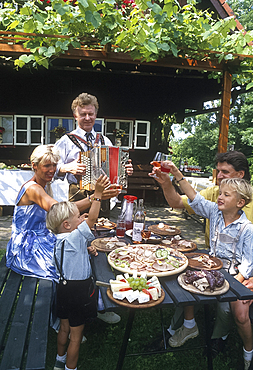 Musical meal at country inn, Styria, Austria *** Local Caption ***