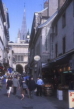 Looking along Rue Musette towards Notre Dame, Dijon, Burgundy, France *** Local Caption ***